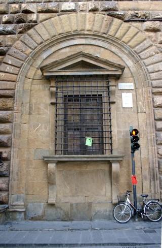 2737_-_Firenze_-_Palazzo_Medici_Riccardi_-_Finestra_di_Michelangelo_-_Foto_Giovanni_Dall'Orto,_27-Oct-2007